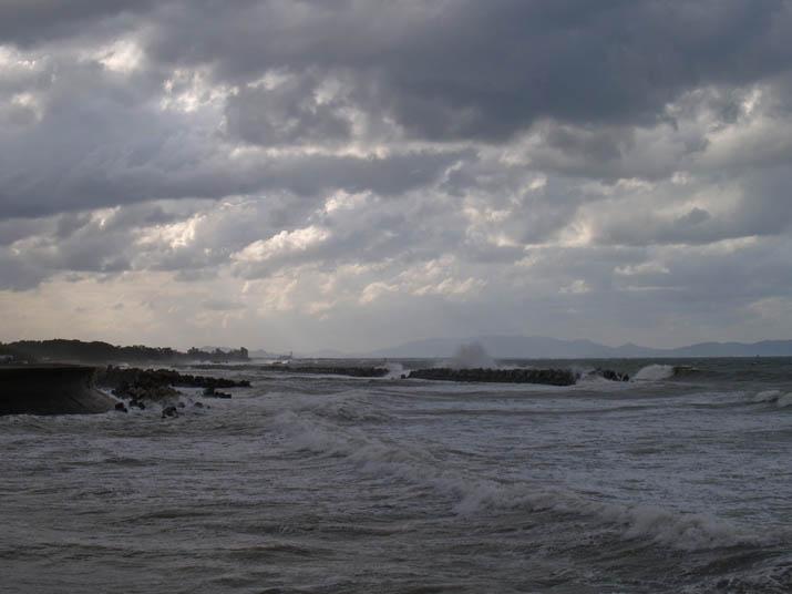 100924 佐陀の海岸も大荒れ.jpg