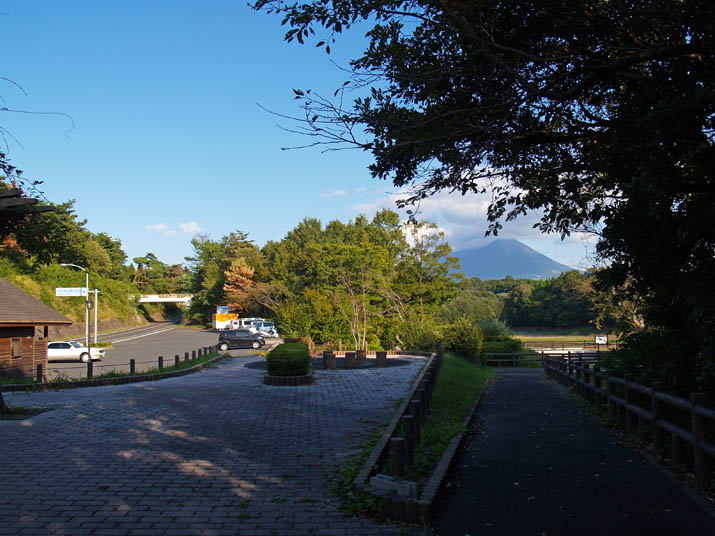 101005 岡成池の施設.jpg
