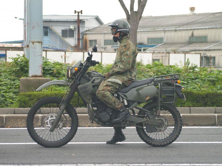 101009 自衛隊バイク.jpg