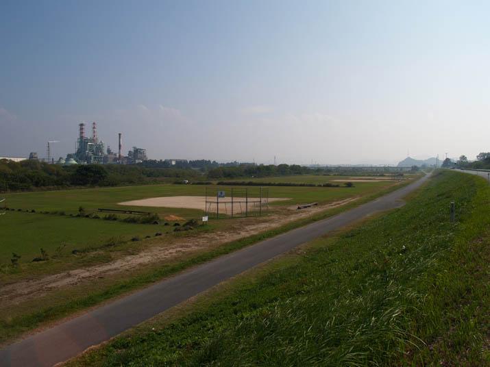 101015 日野川のグラウンド.jpg