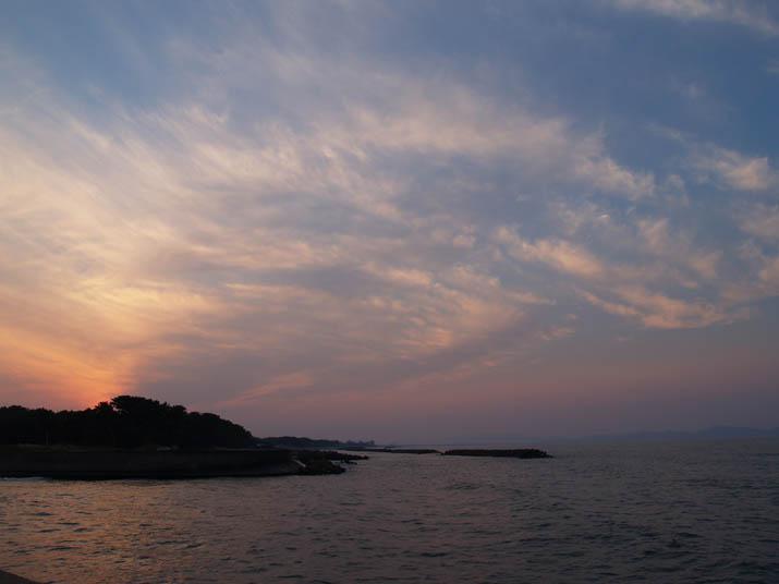 101018 夕暮れ時の海岸.jpg
