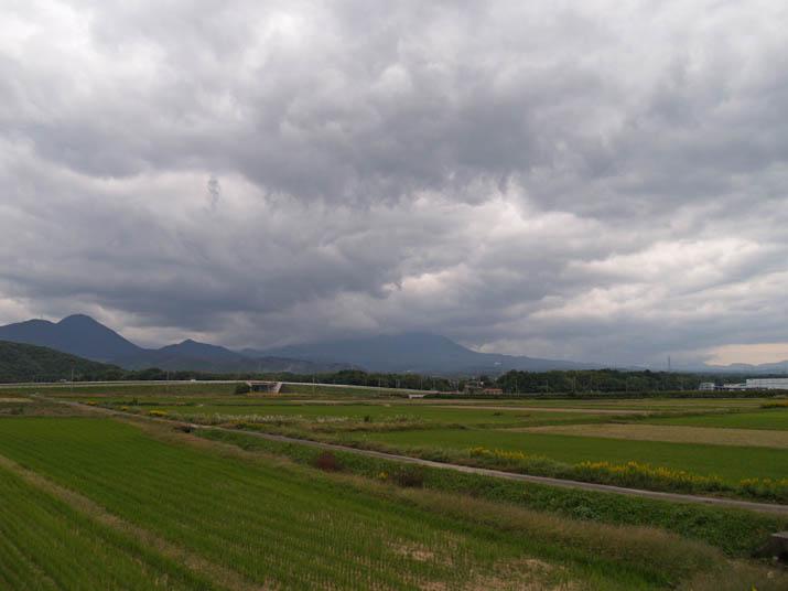 101022 厚い雲と霞んだ大山.jpg