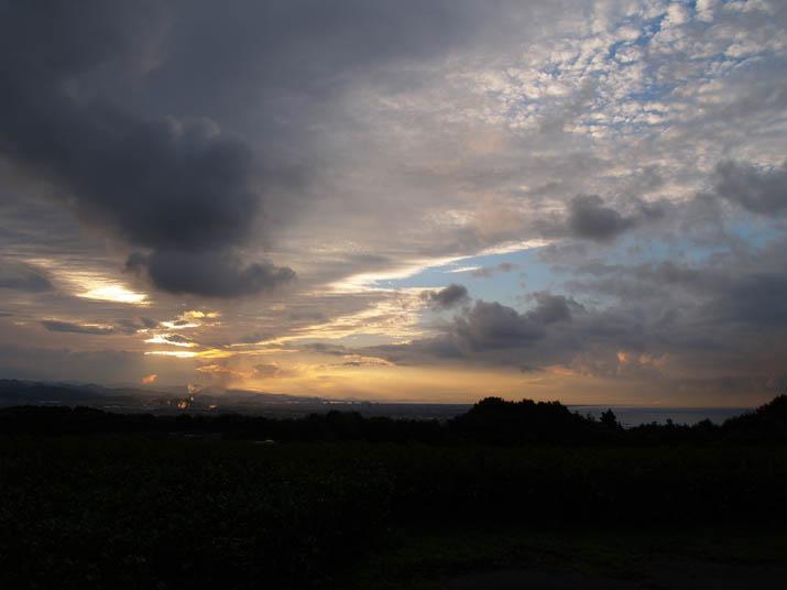 101025 壺瓶山の眺め 夕日.jpg