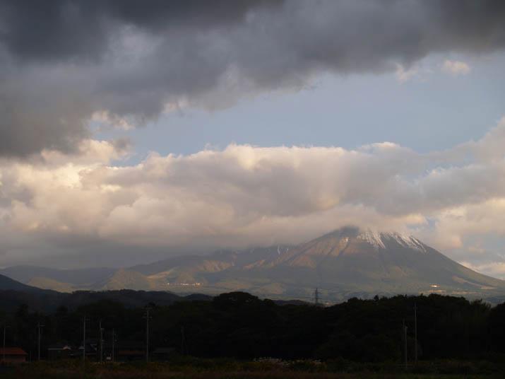 101029 大山の冠雪.jpg