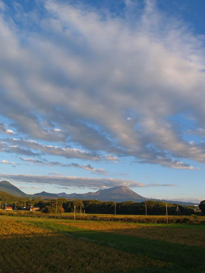 101104 雲と大山.jpg