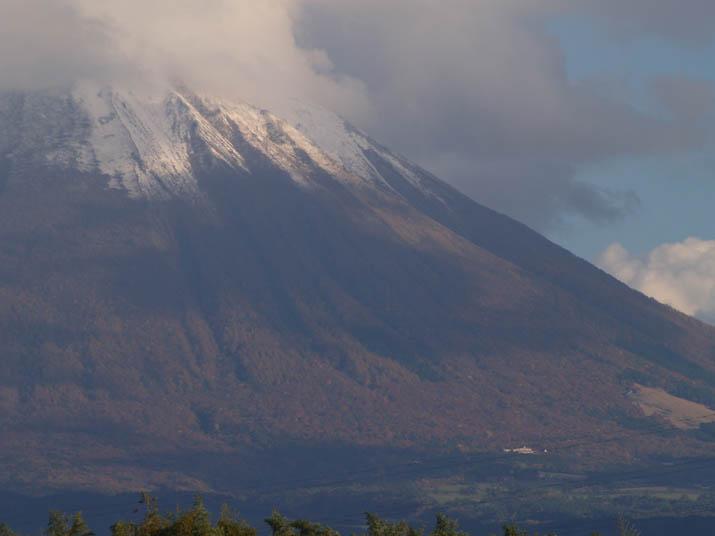 101110 大山山頂部の雪.jpg