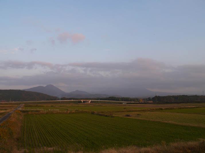 101114 夕方の空と大山.jpg