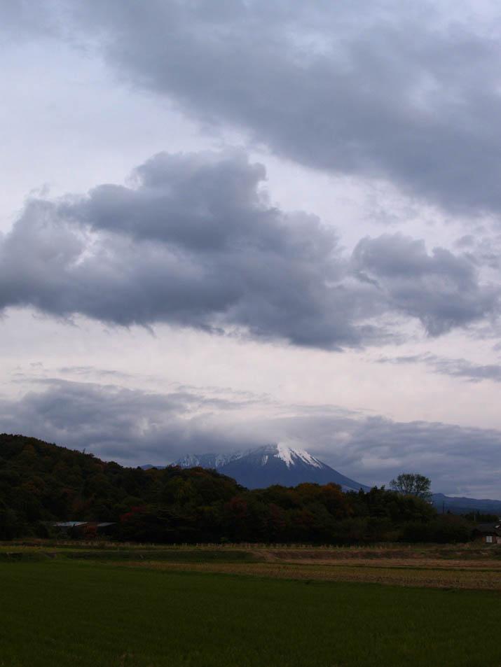 101116 大山と空模様.jpg
