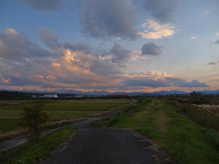 101117 雲と河原と・・.jpg