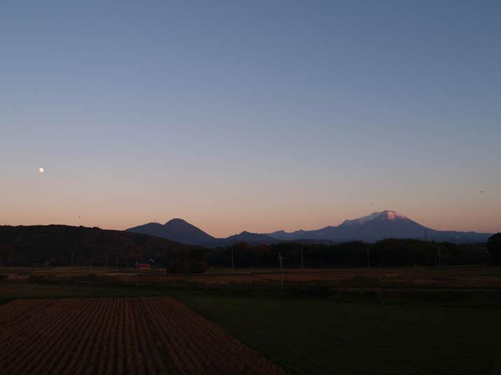 101120 月と大山.jpg
