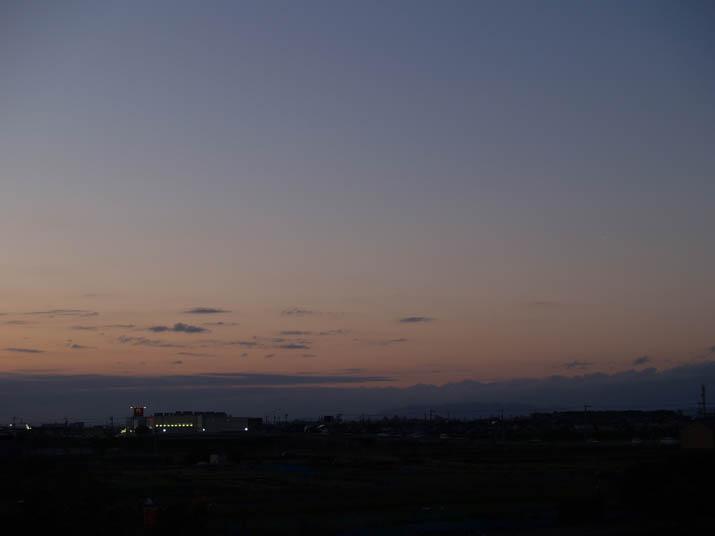 101124 ナフコの明かり.jpg