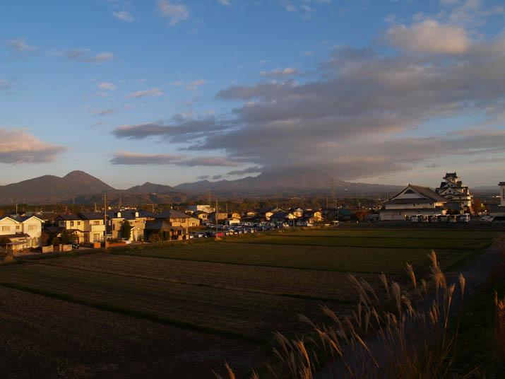 101128 寿城と大山.jpg