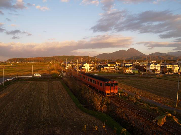 101129 山陰線の普通列車.jpg