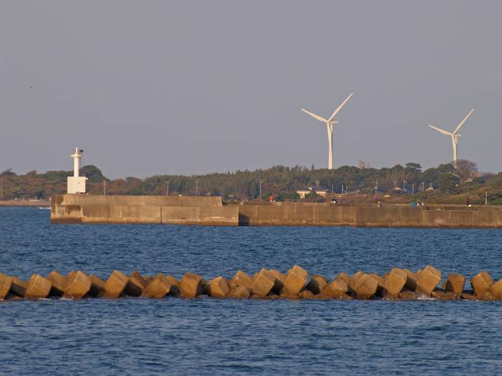 101202 釣りスポットの淀江灯台.jpg