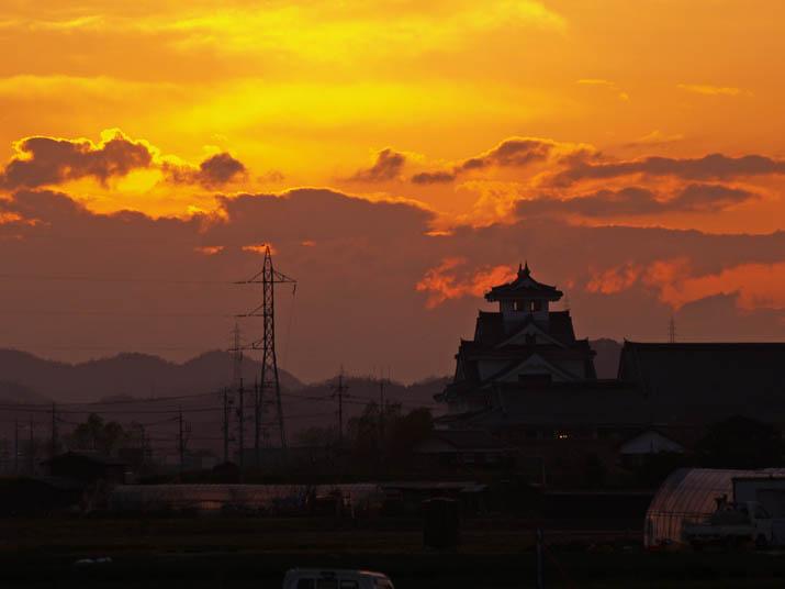 101206 寿城と夕日.jpg