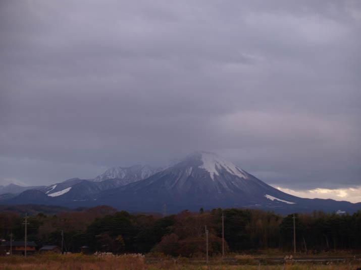 101208 大山に雪が・・.jpg