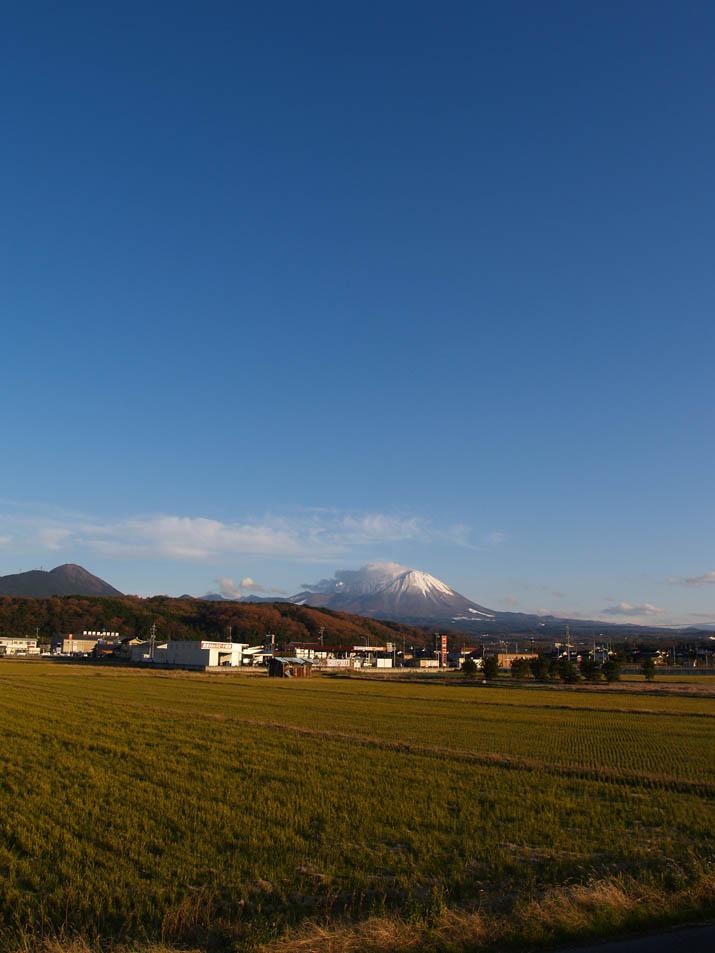101210 青空と大山.jpg