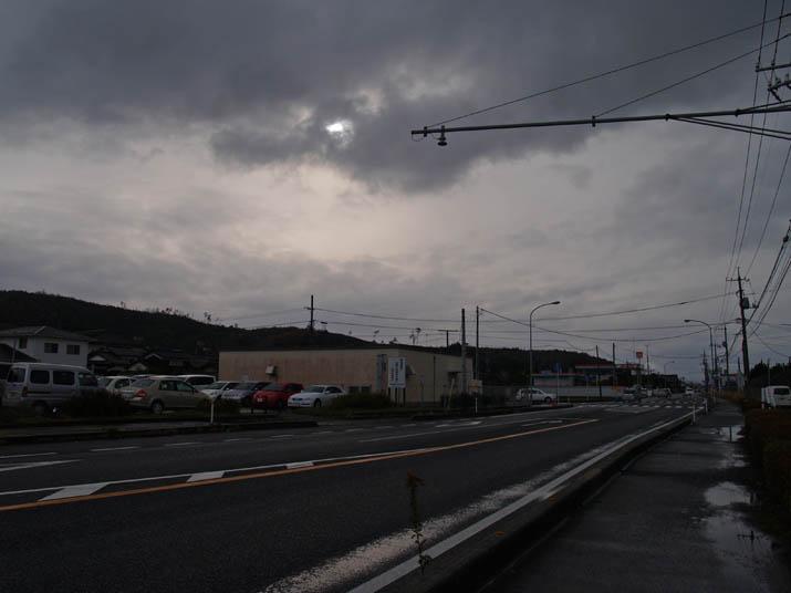 101212 9号線と壺瓶山.jpg