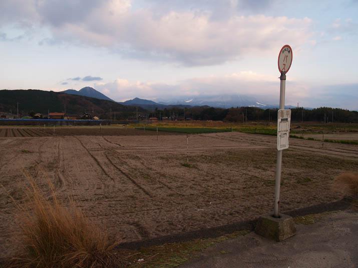 101217 亀甲バス停と大山.jpg