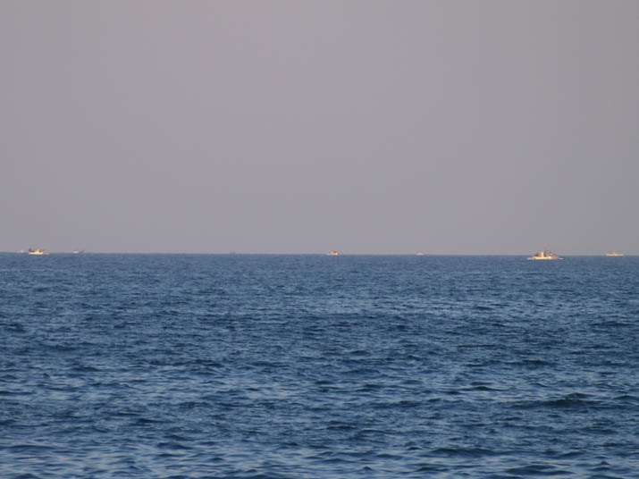101220 美保湾の漁船.jpg
