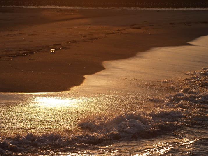 101221 波打ち際の夕日.jpg