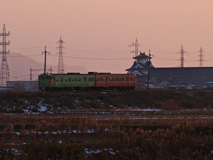 101226 うさぎ列車と寿城.jpg