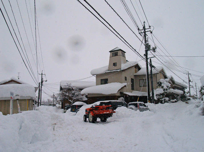 11010 米子は大雪 小波浜公民館前.jpg