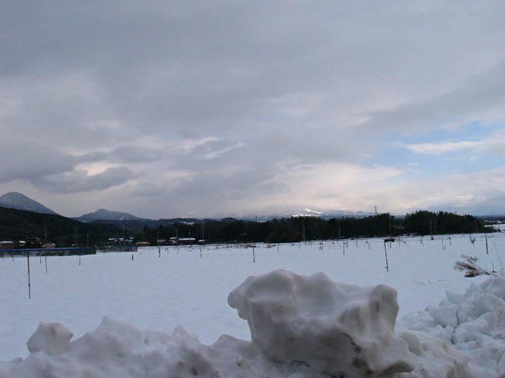 110104 雲に隠れた大山.jpg