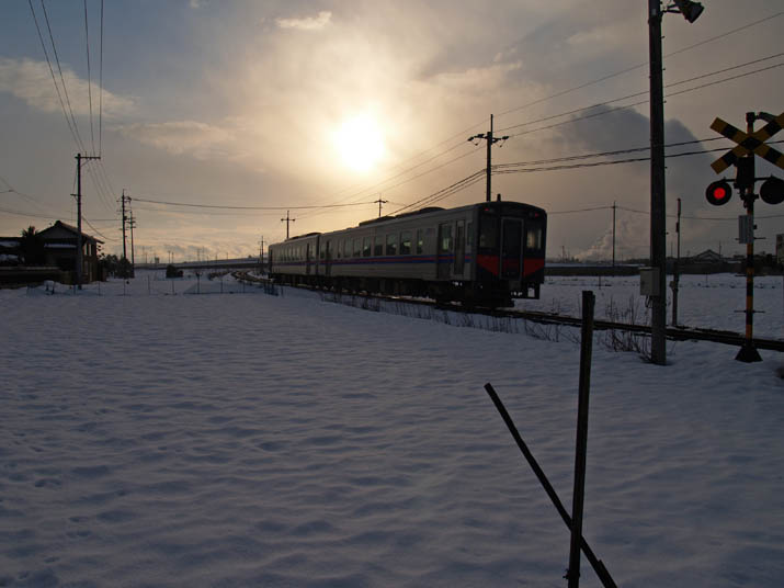 110107 白銀の山陰線列車.jpg