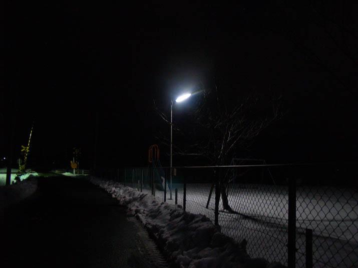 110122 夜の公園と踏切.jpg
