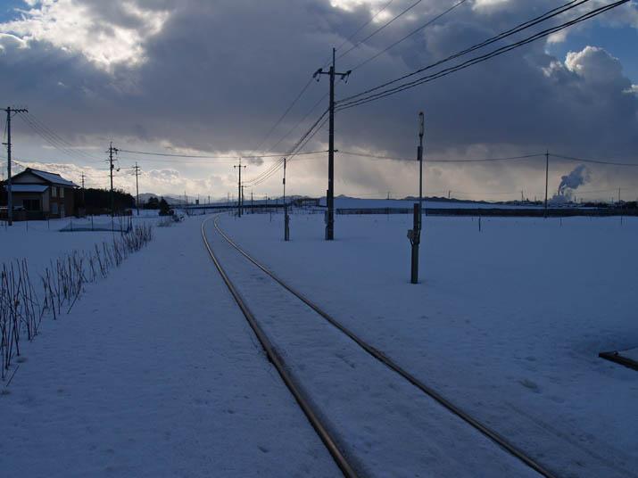 110123 雪の山陰線.jpg