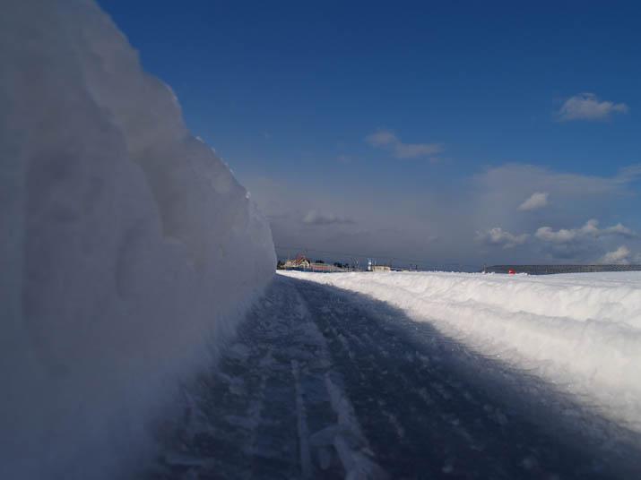 110131 農道の雪壁.jpg