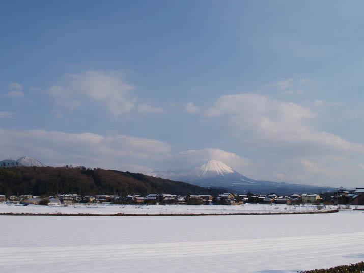 110202 雪と空と大山.jpg