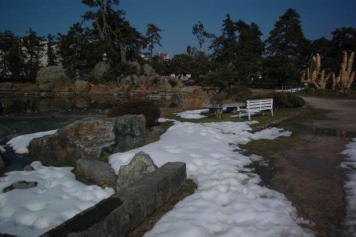 110206 湊山公園の池.jpg