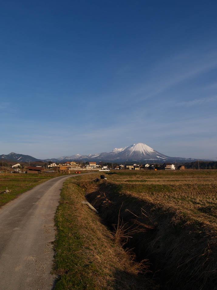110219 尾高の大山.jpg