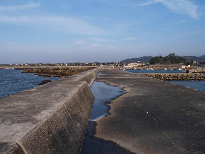 110227 淀江漁港の防波堤.jpg