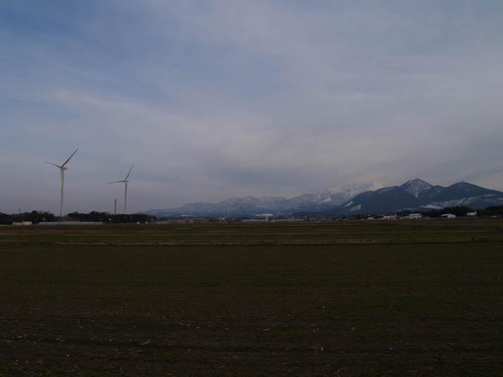 110307 大山町の風車と大山.jpg
