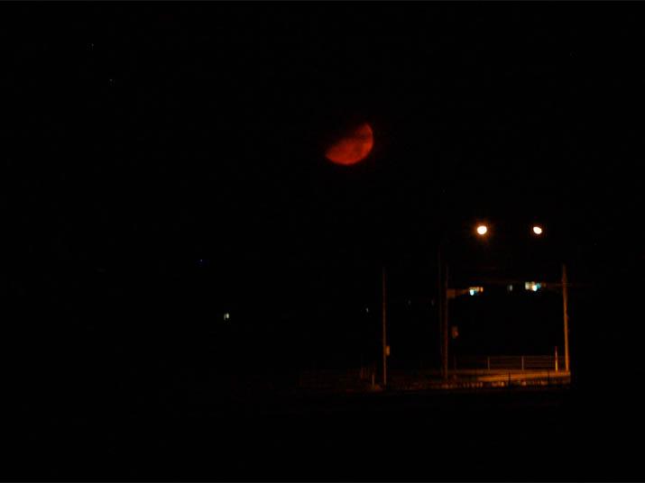 110316 真っ赤な月.jpg