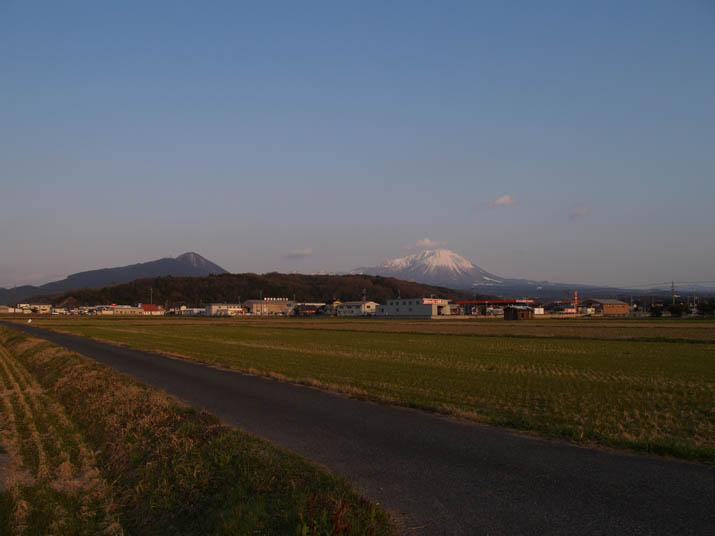 110324 大山と田んぼ.jpg