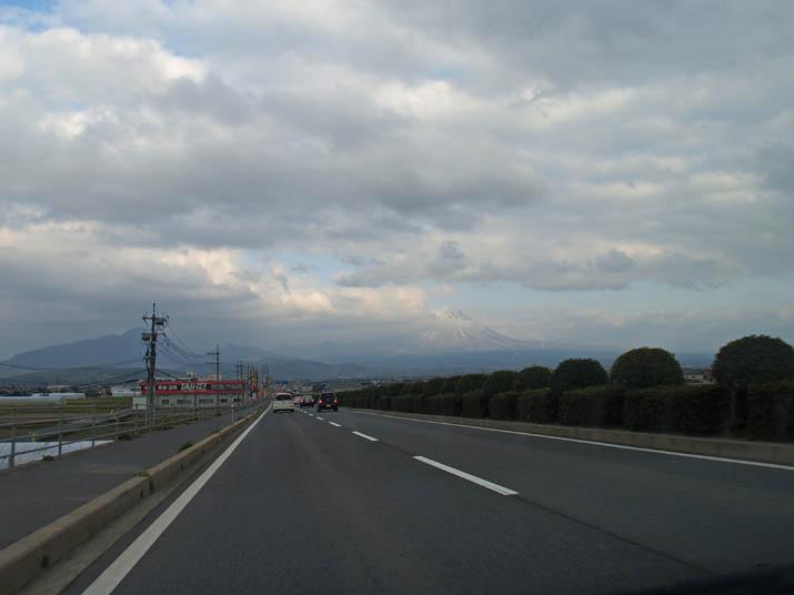 110418 431号 日野川を越えて.jpg