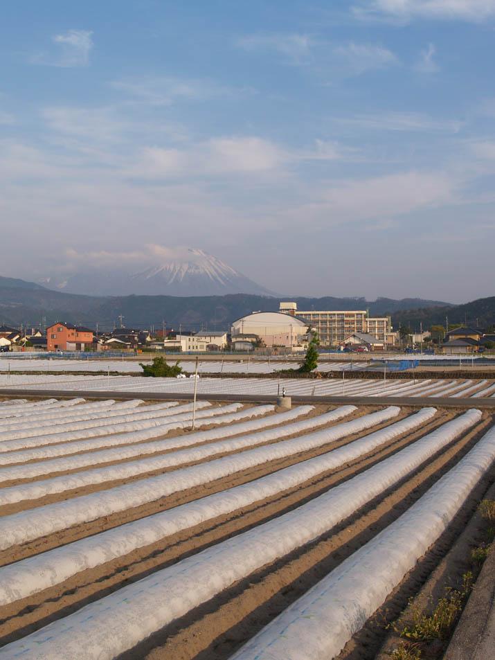110421 大山と淀江中学校.jpg
