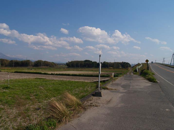 110424 県道53号線と山陰線の陸橋.jpg