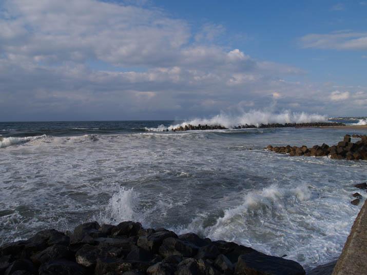 110428 荒れる美保湾の波.jpg