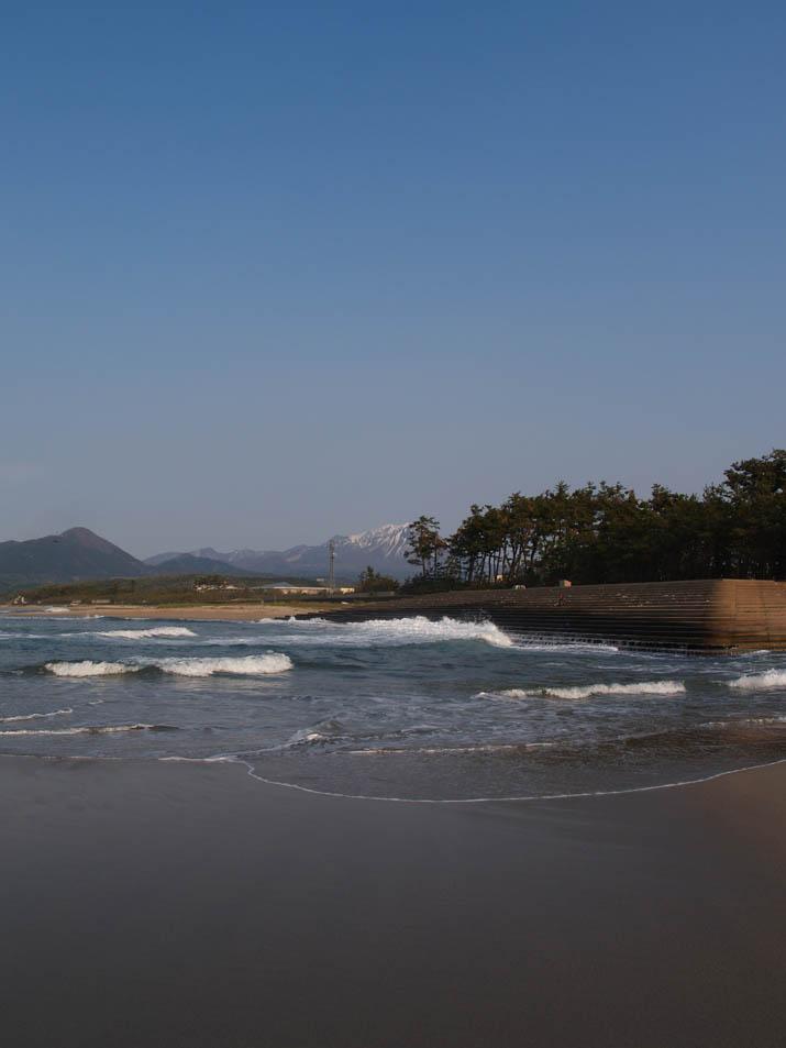 110429 日吉津の浜と大山.jpg