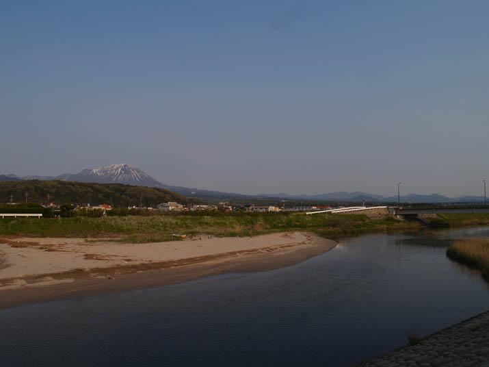 110502 佐陀川河口と大山.jpg