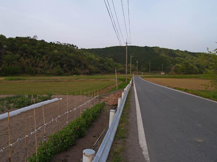 110504 壺瓶山と淀江の奥へと向かう道路.jpg