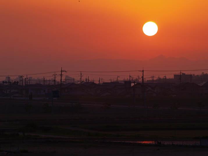 110517 オレンジ色の夕日.jpg
