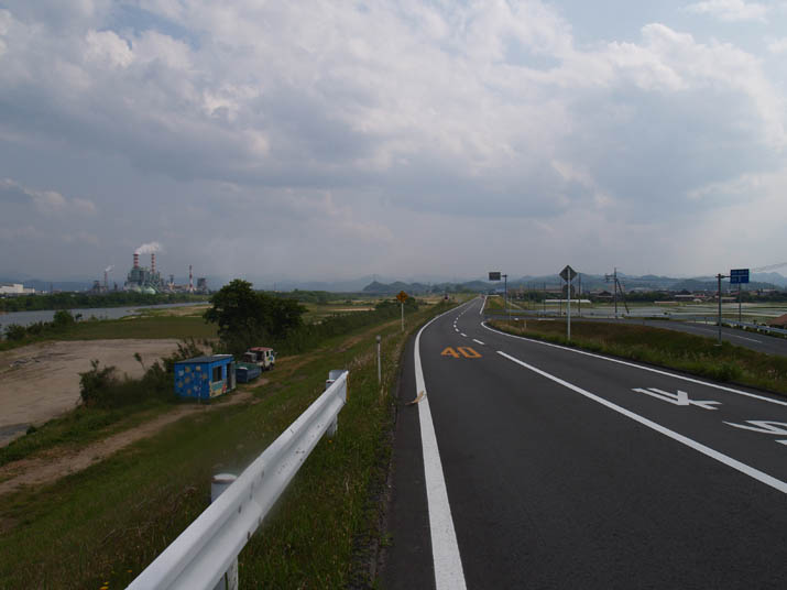 110521 日野川沿いの道.jpg