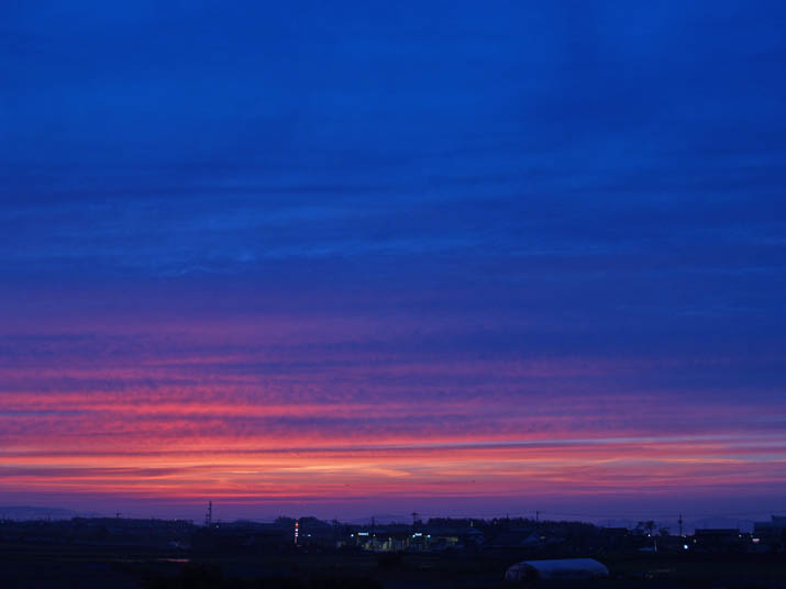 神秘的な夕日空