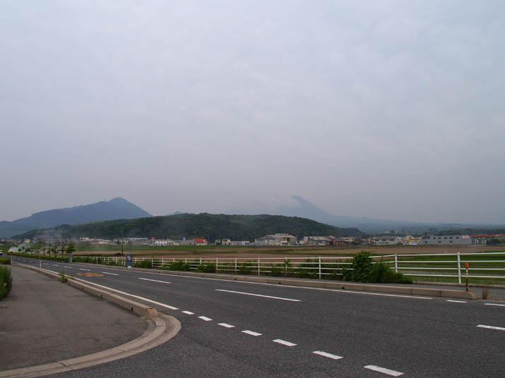 110619 大山は雲の中.jpg